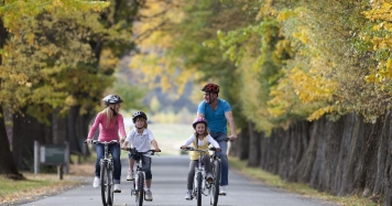 Queenstown Trail Family Biking in Autumn credit Destination Queenstown2